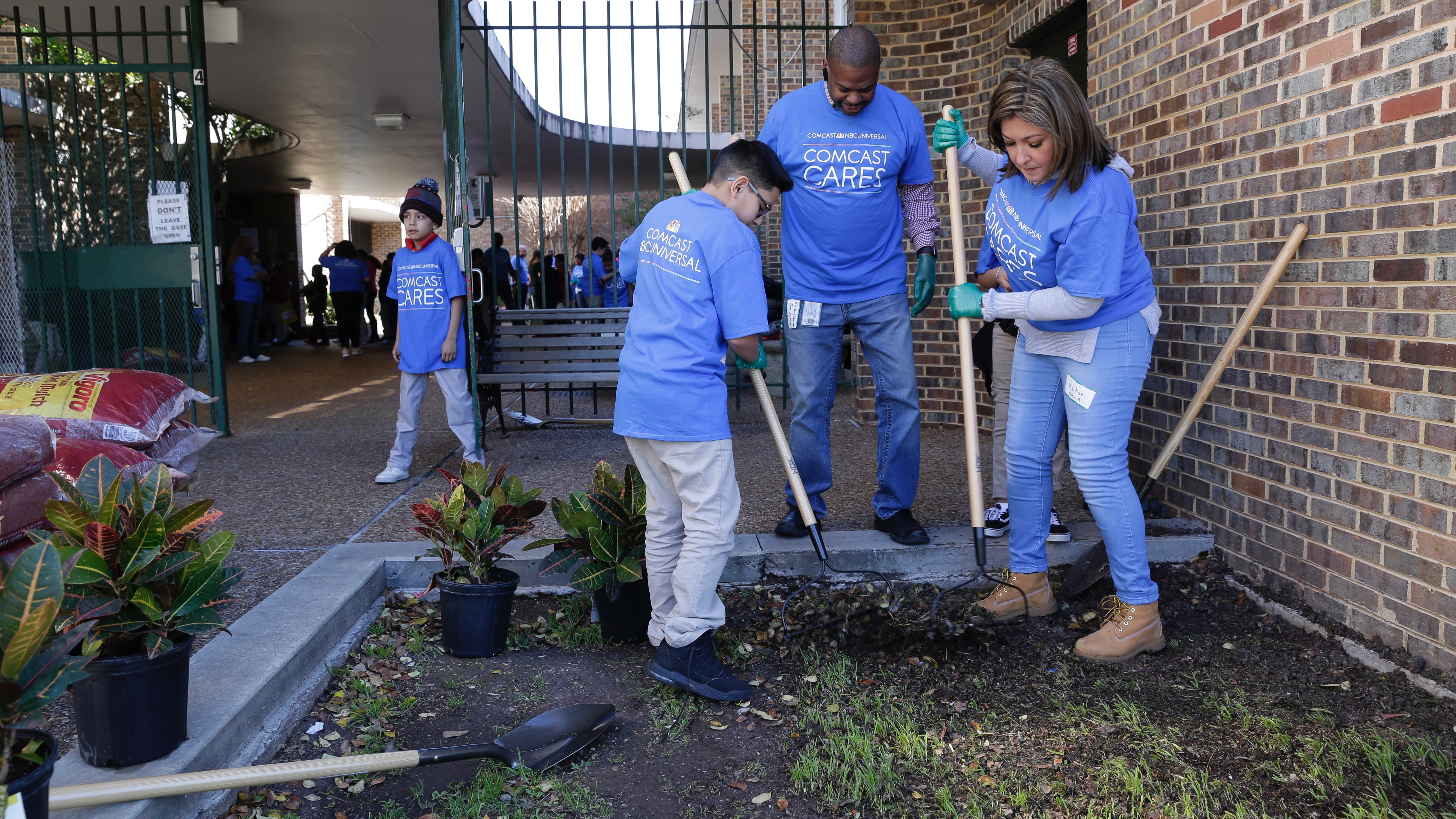 Comcast Cares Day with Houston BBBS